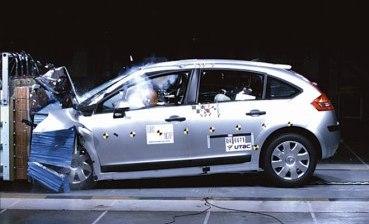 Citroen C4 2004 заслужил 5 звёзд в общем рейтинге