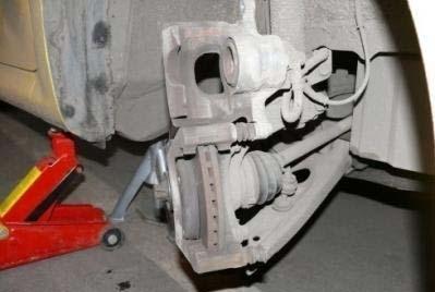 Замена передних тормозных дисков Peugeot 107