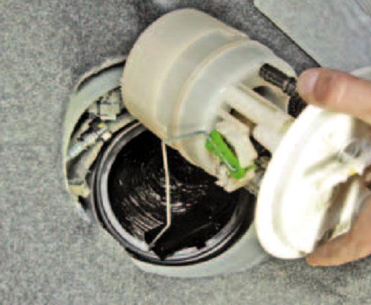 Пежо 408 замена топливного фильтра своими руками 8