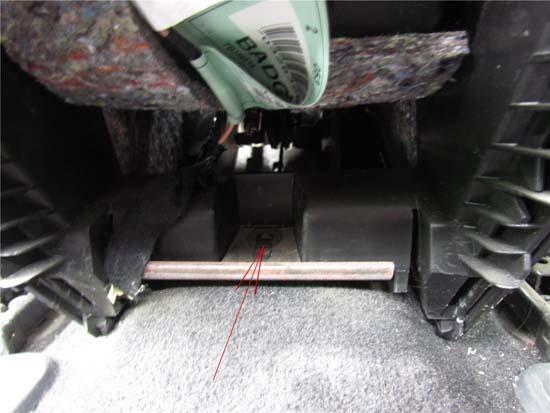 Пежо 407 ремонт отопителя заслонок через вырез