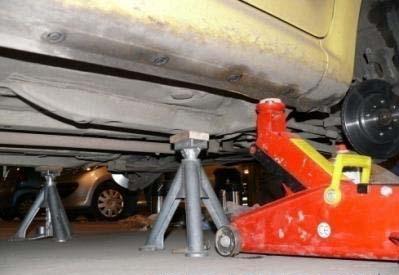 Замена Передних Тормозных Дисков. Peugeot 107.