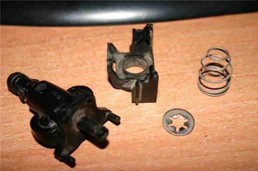 Ремонт омывателя фар на Пежо 607.