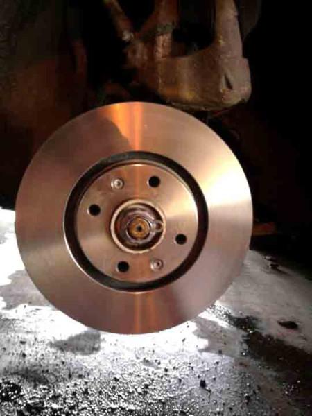 Замена тормозных дисков Пежо 308